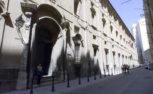 universit_sit_in_degli_addetti_alle_pulizie_sotto_il_palazzo_del_rettorato_di_cagliari-0-0-377137