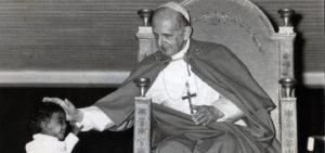 Città del Vaticano 1974 Papa Paolo VI in Aula Nervi incontra i bambini.