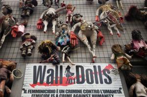 griot-mag-walls-of-dolls-muri-di-bambole-giornata-mondiale-contro-le-donne-jo-squillo_.jph_